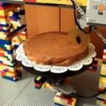 Lego-робот для нарезки торта