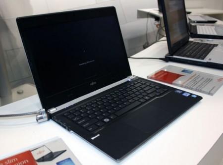 Ультрабук Fujitsu Lifebook UH572