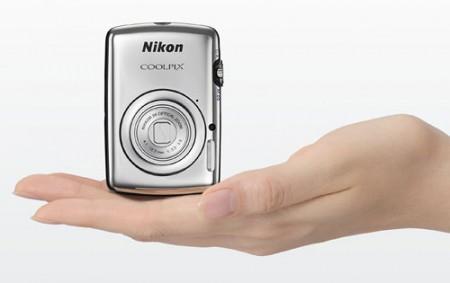 Ультракомпактная камера Nikon Coolpix S01 (1)