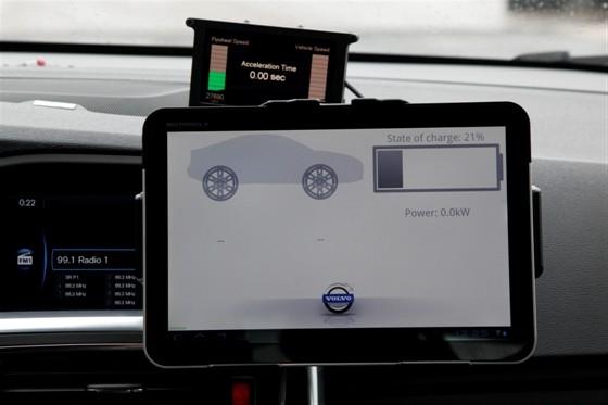 Компания Volvo проводит испытания технологии Flybrid.