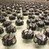 Тысячи роботов получили умение собираться в сложные фигуры