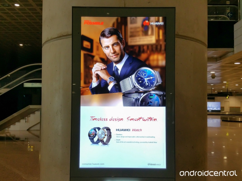 sm.huawei-watch-airport-sign.800