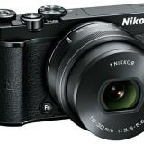 Nikon  представила беззеркальную камеру J5