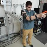 Этот экзоскелет позволит солдатам стрелять точнее