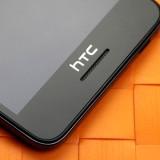 Готовящийся смартфон HTC Desire 728 позирует на живых фото