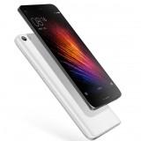 В интернете появились первые фотографии смартфона Xiaomi с изогнутым дисплеем