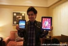Джимми Лин держит в руке полумифический Apple Tab MINI