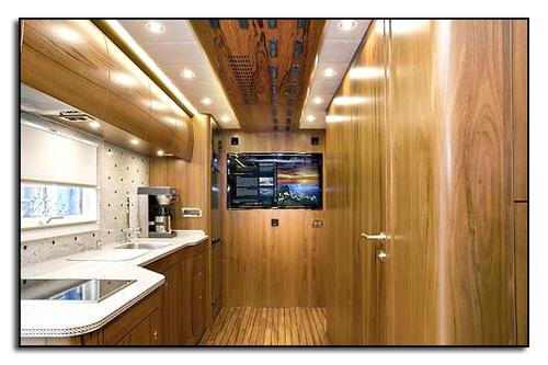 Кухня Zetros 2733 A 6x6, в которой есть вся необходимая техника