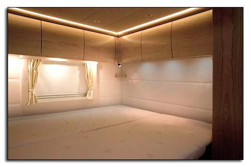 Одна из двух комнат в Mercedes Zetros