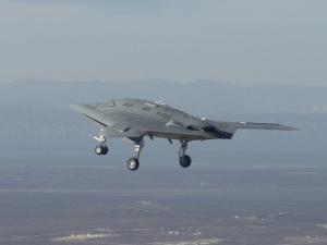 Беспилотный палубный самолет X-47B