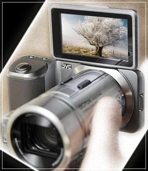 Камера JVC GX-PX1 имеет выдвижной сенсорный дисплей